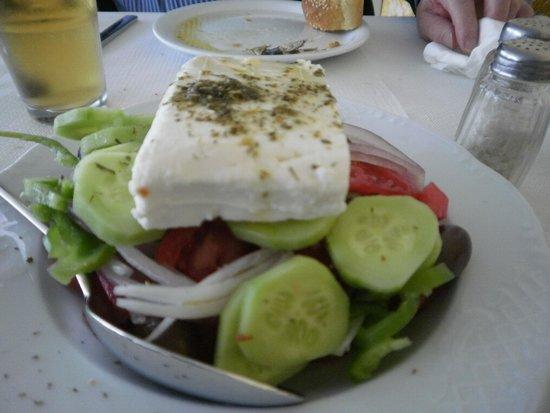 Sunset Ammoudi Taverna: Greek salad