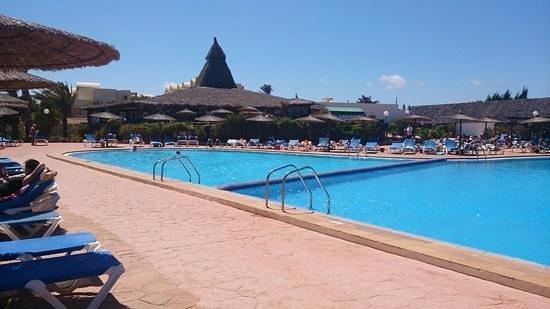 Royal Monica: swimming pool and beach bar