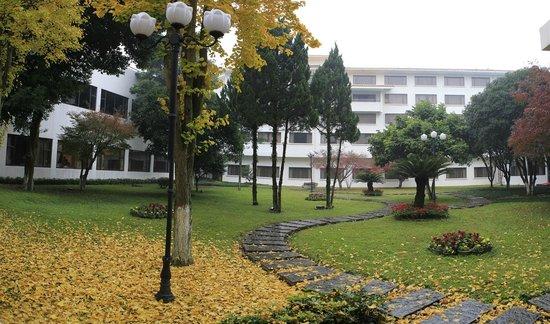Grand Link Hotel Guilin: Autumn Gardeng