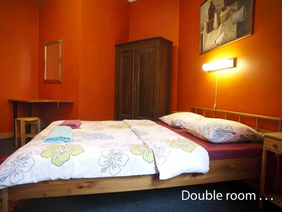 Cinnamon Sally Backpackers Hostel : Double room