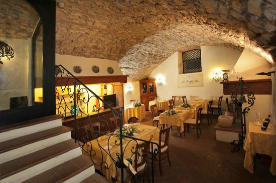 Ristorante Vignale: Indoor Restaurant in the Ancient Cellar
