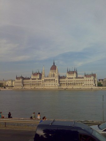 Parlement : Parliament Building View from Buda View from