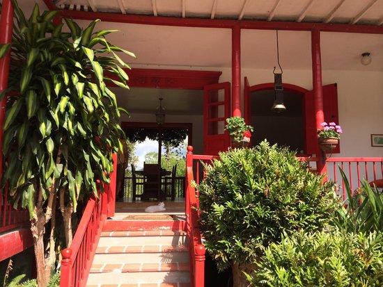 Hacienda Venecia Coffee Farm: der Eingang des Hauphauses