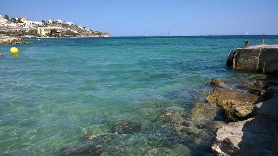 Apartments Mar y Playa: Pontje voor het hotel waar de boten aanmeren