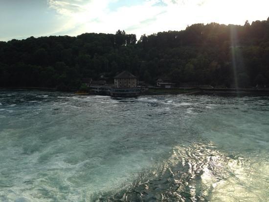 Schloessli Woerth : vue du restaurant depuis les chutes