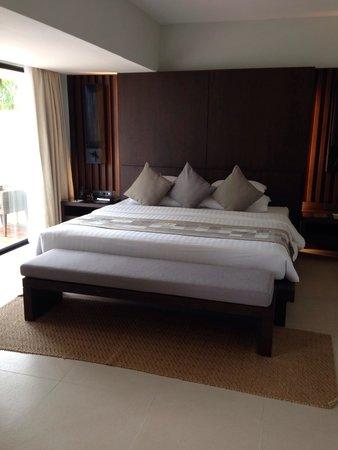 Cape Panwa Hotel: Massive super comfy bed!!