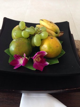 Cape Panwa Hotel: Fruit in your room upon arrival :)