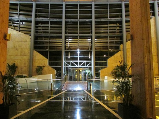 Protur Roquetas Hotel & Spa: towards main entrance from inside at night