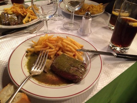 Le Relais de l'Entrecote: Your choice: rare, medium or well done... Nice meal...