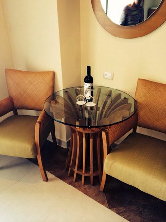 Beach Palace: Welcome bottle of wine