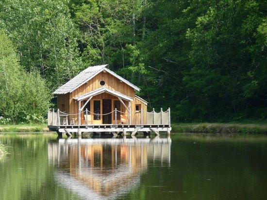 cabane sur l 39 eau plein sud picture of le moulin de la. Black Bedroom Furniture Sets. Home Design Ideas