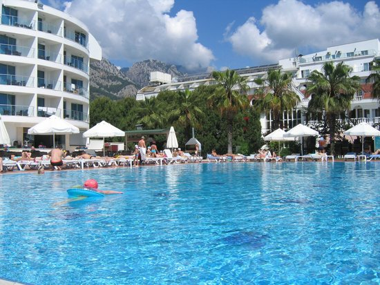 Ring Beach Hotel : Бассейн