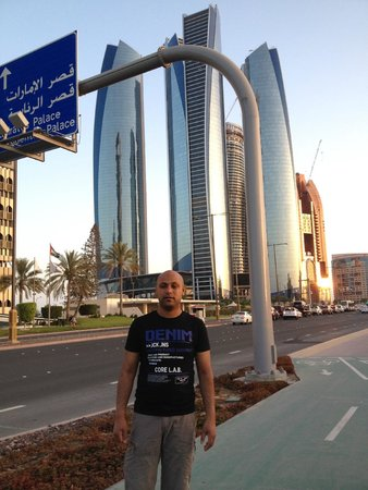 Jumeirah at Etihad Towers : outside hotel