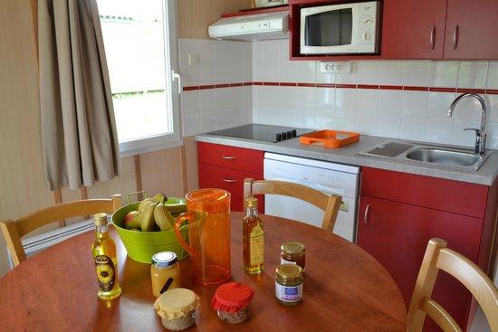 VVF Villages La Bussiere: Cuisine salle à manger