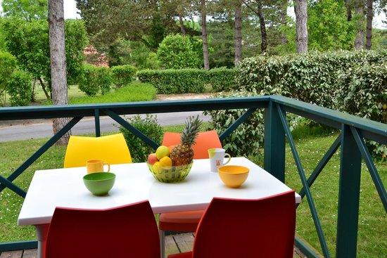 VVF Villages La Bussiere: Terrasse