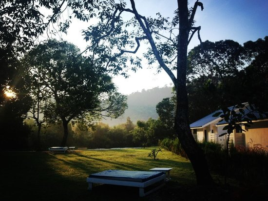 La Pari-Pari Langkawi: Took this picture around 7:30 am on our first morning. The sun was rising up. Absolutely tranqui