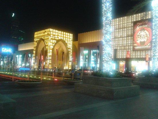The Dubai Mall : Duba mall at night