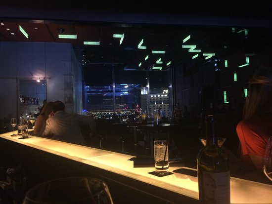 Mandarin Oriental, Las Vegas: Live music view in bar on 23rd floor