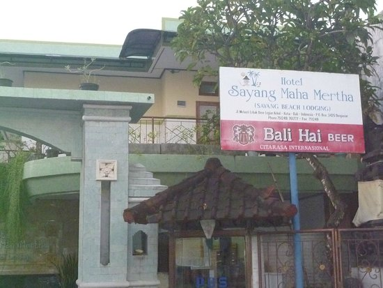 Sayang Maha Mertha: The entrance off Le Bak Bene