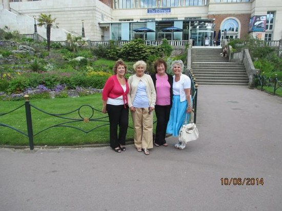 Gervis Court Hotel: My 3 friends and I on our trip to Bournemouth