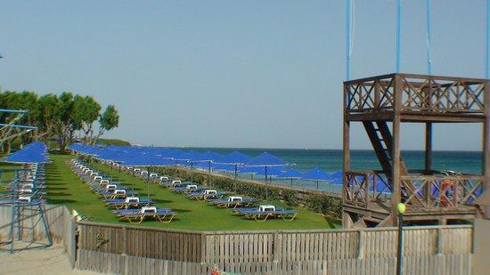 Neptune Hotels - Resort, Convention Centre & Spa: une des  deux plages privées de l'hôtel