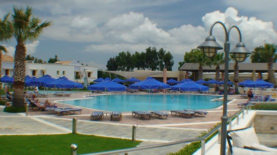 Neptune Hotels - Resort, Convention Centre & Spa: Une des piscines