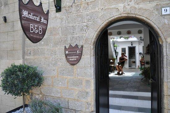 Medieval Inn : entrée de la guesthouse