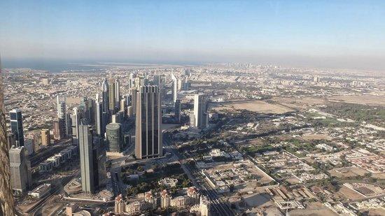 Burj Khalifa: Дубаи с высоты птичьего полета