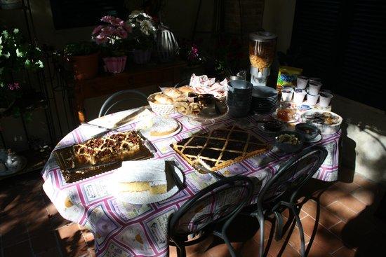 Agriturismo Paradiso : deel van overvloedig ontbijt