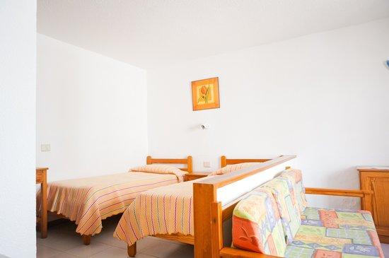 Cotillo Lagos Apartments: Apartamento con dos camas