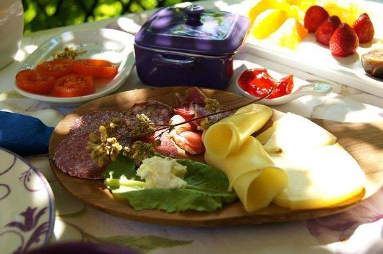Uma Casa a Beira Sol: Breakfast on the balcony