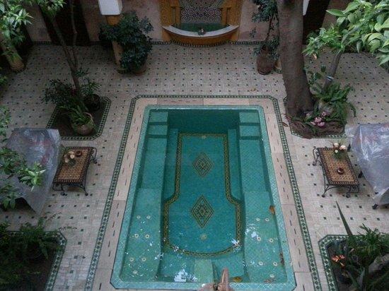 Riad Zouina: piscine