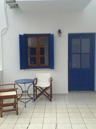 Hotel Eleni: Courtyard outside my room!