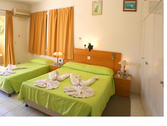 Apollonia Holiday Apartments: Two bedroom apartment 105 with mountain view