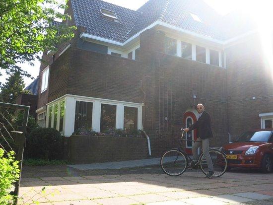 Xaviera Hollander's Happy House: Happy House Yard