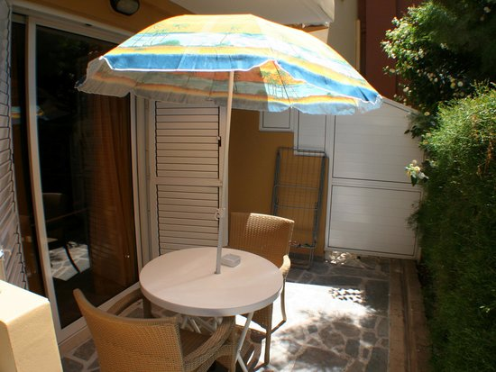 Apollonia Holiday Apartments: Studio apartment4  ground floor terrace rear