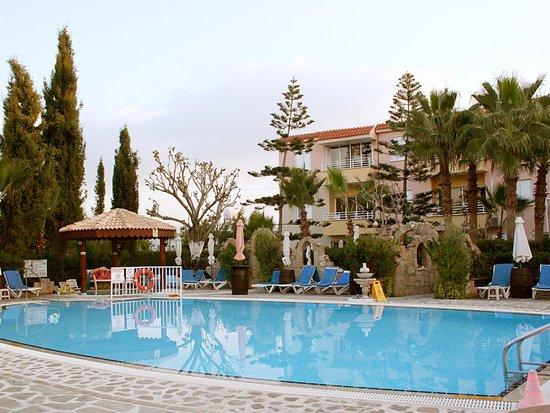 Apollonia Holiday Apartments: Pool