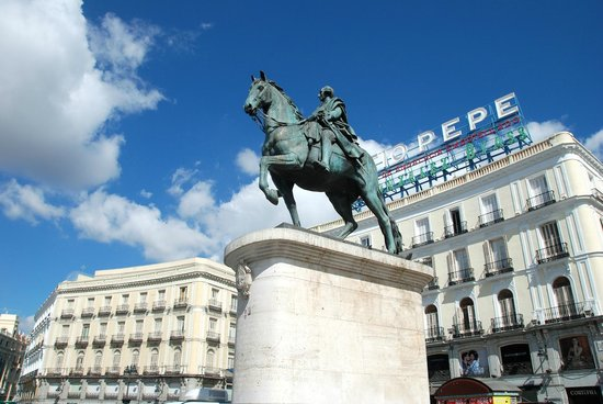 Puerta del Sol : Statue of King Carlos III