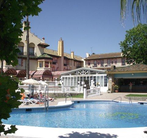 Globales Reina Cristina: Nice Pool