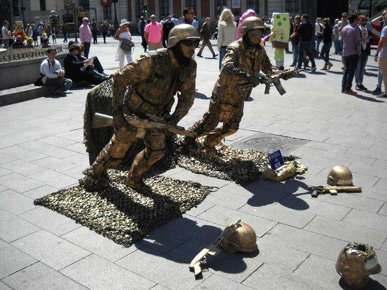 Puerta del Sol : Street artists