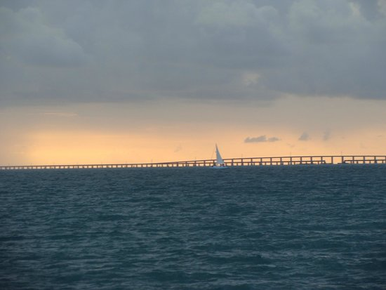 Sailing Catamaran Sirius : Sunset behind Seven Mile Bridge