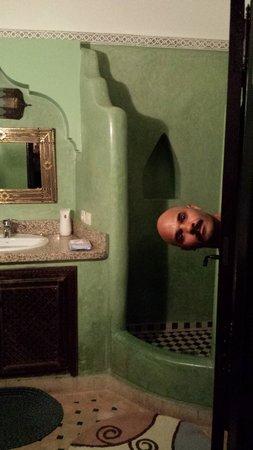 Riad Tamarrakecht : Bathroom and silly husband (Green room 1st fl)