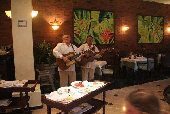 Grand Palladium Kantenah Resort & Spa: Restaurant Rodizio