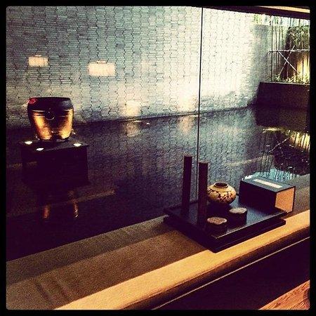 The PuLi Hotel and Spa: l'angolo zen della libreria