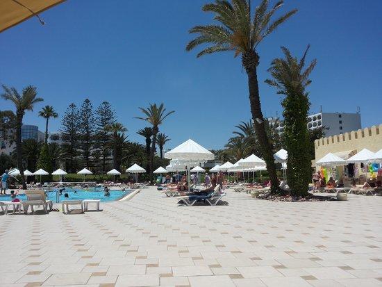 Tour Khalef Marhaba Thalasso & Spa : the pool view