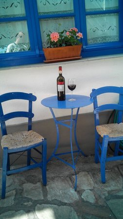 Agnanti Restaurant : An excellent wine to an excellent restaurant