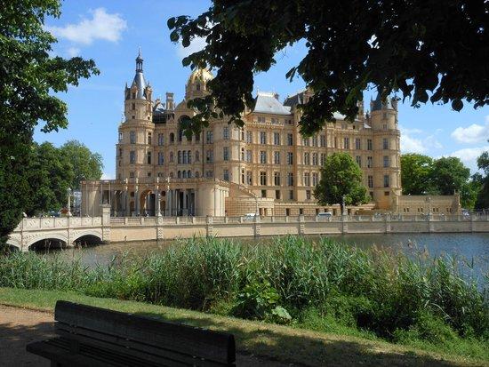 Schwerin Castle (Schweriner Schloss): The Schloss from near the end of the bridge