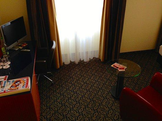 H+ La Palma Hotel & Spa Locarno: Der hässliche Teppich und die Vorhänge