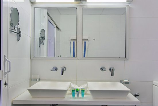 Calamander Unawatuna Beach: Deluxe - bathroom