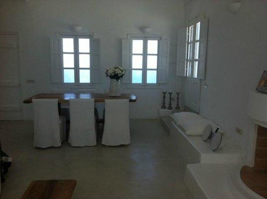 Aenaon Villas: Dining room